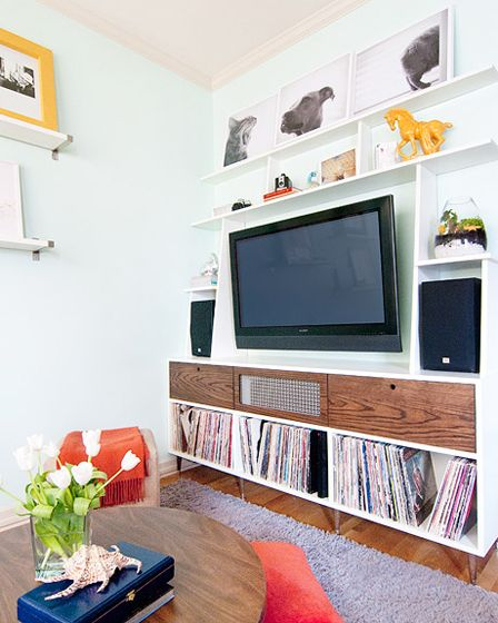 This makes me want to buy a condo so we can make some built-ins like this!