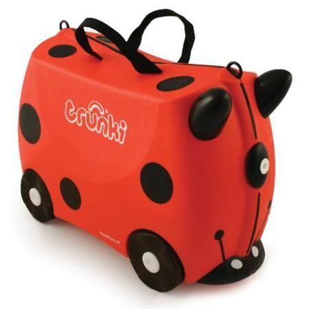 Trunki Чемодан на колесах Божья Коровка Harley  — 4569р. -------  Красочный и яркий чемодан для детских вещей.  Имеет очень прочную конструкцию, что позволяет использовать его, не только как обычный чемодан, но и как каталку. Имеет седлообразное основание для удобства вашего малыша. Теперь поездка и ожидание не будет таким утомительным.   Особенности чемоданов Trunki: предназначен для перевозки и хранения вещей и игрушек Вашего ребенка может быть использован как каталка для ребенка имеет…