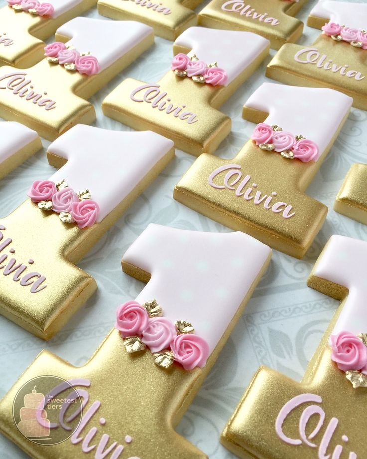 These first birthday cookies make me smile. #firstbirthdaycookies #goldcookies #decoratedcookies #customcookies #customdecoratedcookies…