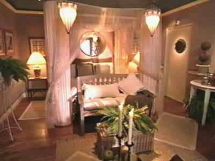 """Christopher Lowell I miss your show!! Come back to me and my Momma.     The """"Christmas Light Bed""""- a classic from the old show"""