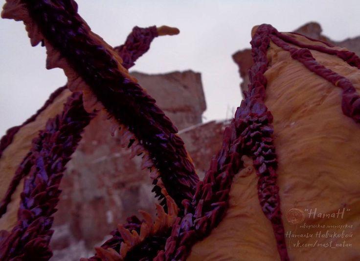 Этот дракон уникален: я еще нигде не встречала дракона настолько детально оформленного.  Каждая чешуйка формировалась отдельно вручную и прикреплялась к корпусу а затем тонировалась.  _____  #маст_НатаН #дракон #статуэткадракон #драконукрашение #драконфигурка #драконы #фэнтезимир #фэнтези #dragon #dragondecoration #dragonpolymerclay #dragonfigurine #fantasy #fantasyteam #fantasylife #fantasyworld