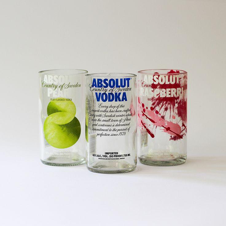 Quieres unos vasos diferentes para tu casa? Vasos hechos de botellas de vodka! Encuéntralos en www.bastille.cl