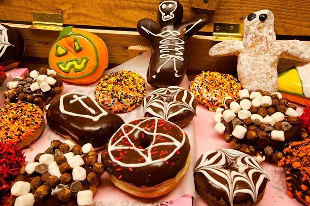Who's getting excited??? Be sure to call your local Voodoo to pre-order special Halloween doughnuts. Remember to give us at least 24 hours notice.  #happyhalloween #itsthemostwonderfultimeoftheyear #october #halloween #doughnuts #voodoodoughnut #voodoodoughnuts #themagicisinthehole #goodthingscomeinpinkboxes