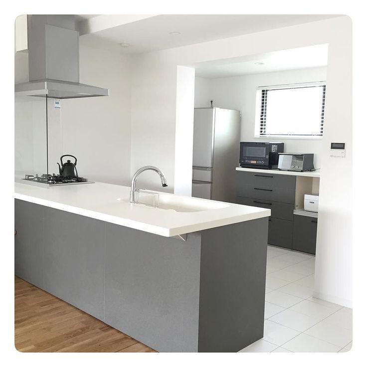 テーマカラーはグレーホワイト #myhome#マイホーム#renovation#リノベーション#kitchen#キッチン#LIXIL#リクシル#tile#タイル by g.0028