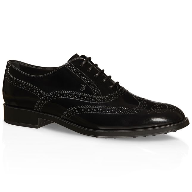 Elegant glossy leather lace-up shoes featuring a vintage finish, with English-style wingtip perforations, Tod's hot-stamped monogram and rubber outsole with embossed rubber pebbles.