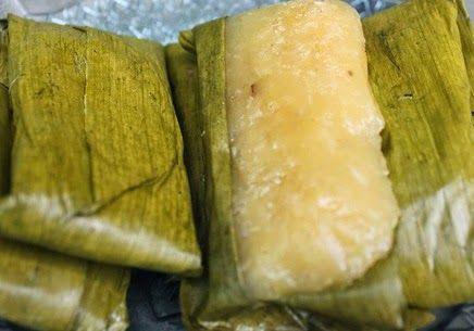 Surinaams eten!: Dokoen of dokun: Surinaamse lekkernij van cassave met kokos in bananenblad
