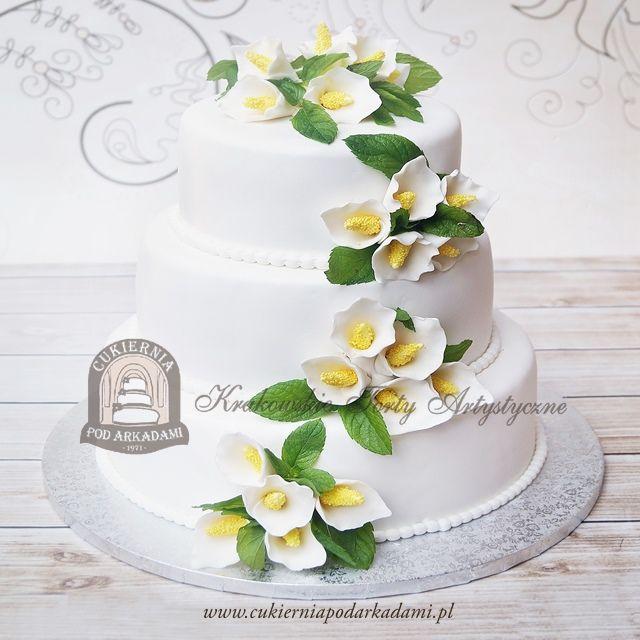 21BW Tort weselny piętrowy zdobiony kaliami z masy cukrowej. Calla lily wedding cake