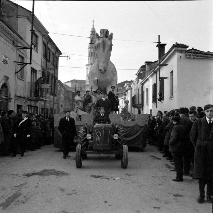 Un salto nella mitologia greca al Carnevalon anni '60