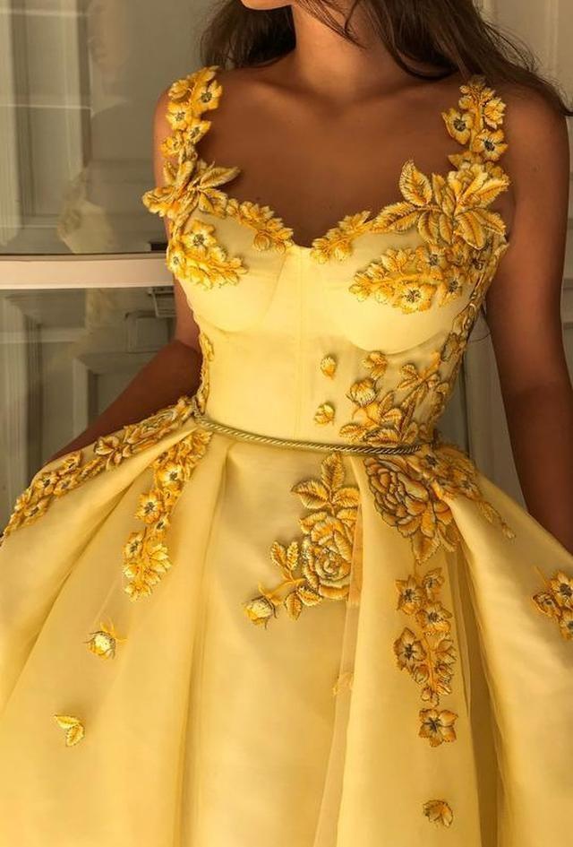 Ein Designer macht Kleider, die so wunderschön sind, dass jede Frau ihre ...