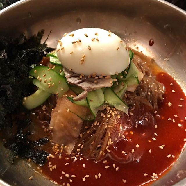 こんにちは! 湿度の高いお天気ですね… ランチは甘辛のピリ辛ダレが美味しい「ビビン冷麺」はいかがですか? アクセントのあるタレがポイントです! ランチは、11:30〜スタート致します(o^^o) #六本木 #完全個室 #鋳物焼肉 #焼肉 #表参道 #姉妹店 #韓国料理 #個室 #肉フェス #同伴 #個室焼肉 #隠れ家 #マッコリ #大江戸線 #yakiniku #韓国 #ハラミ #肉  #ユッケジャンスープ #石焼ビビンパ #サーロイン #イチボ #カルビ #ロース #ナムル #黒毛和牛 #冷麺 #厳選素材 #ランチ #ディナー