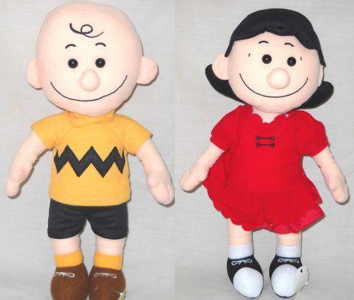 Boneka Tokoh Peanuts 15 Inch (520710) Boneka Tokoh Peanuts 15...  Boneka Tokoh Peanuts 15 Inch (520710)  Boneka Tokoh Peanuts 15 Inch (520710)  Boneka tokoh peanuts ukuran 15 inch ini terbuat dari bahan yang halus dan lembut.  Cocok digunakan sebagai kado ulang tahun hadiah buat anak keponakan sepupu pasangan kekasih pacar sahabat teman ataupun bingkisan pada momen istimewa seperti ulang tahun pernikahan valentine kenaikan kelas kelulusan hari kasih sayang dan lain-lain.  Tersedia dalam…
