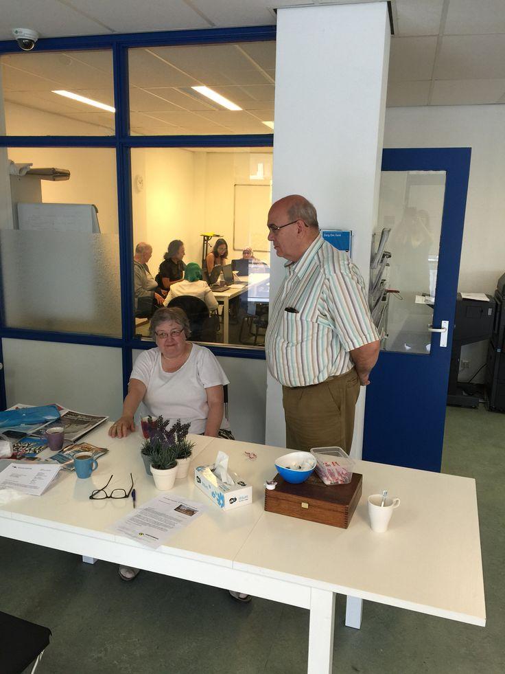 Elke maandag en woensdag ochtend: digi-kanjers, vrijwilligers helpen buurtbewoners