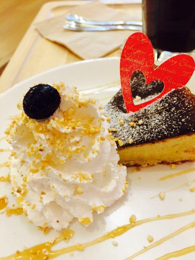 평촌 쌀디저트카페 '미소' 에서 쌀케이크 ! rice dessert cafe 컨셉이라는 게 특이했다. 케이크는 쫀득하고 찰진 맛! ㅋㅋ