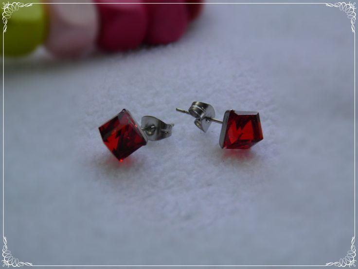 Aros de Acero, Diseño Cubo Rojo