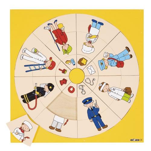 --- Rondo beroepen ---  Vier inlegplanken rondom de thema's 'mensen van de wereld', 'dieren en hun voedsel', sport en beroepen. In de cirkel moeten de juiste 'taartpunten' worden gelegd. Elk deel van de taartpunt heeft een afbeelding die met elkaar in verband staan (in totaal 8 taartpunten)  Formaat: 36 x 36 cm (l x b). 523039