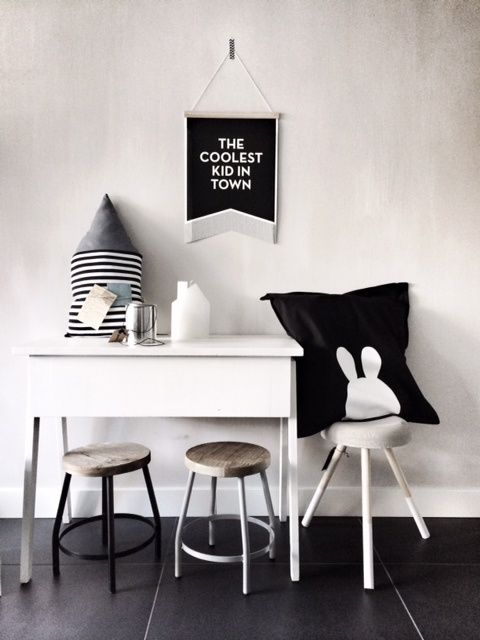 (via bloglovin.com) When we talk about kids' decor for bedrooms, we used to think about colourful spaces, plenty of prints and drawings. However, we don't realize that we can also have a …