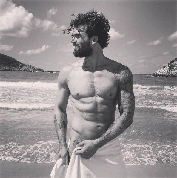 Dimitris, une beauté à fleur de peau. | 21 hommes tatoués qui vont vous donner chaud