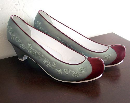 traditional (Korean) hanbok shoes in mint and burgundy. shoes