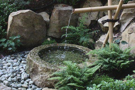 Japanischer Brunnen Japanisches Garten Design Brunnen Gartendesign Japanischer Japanisches In 2020 Japanese Water Gardens Japanese Garden Small Japanese Garden