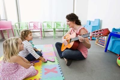 Ideias para aulas de música no jardim de infância | eHow Brasil