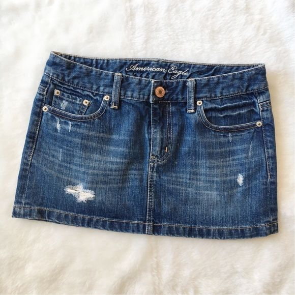 """American Eagle Skirt EUC denim skirt from Amercian Eagle. Size 0. Looks and feels like new still, not worn much. Measured approx 11"""" in front and 12"""" in back. American Eagle Outfitters Skirts Mini"""