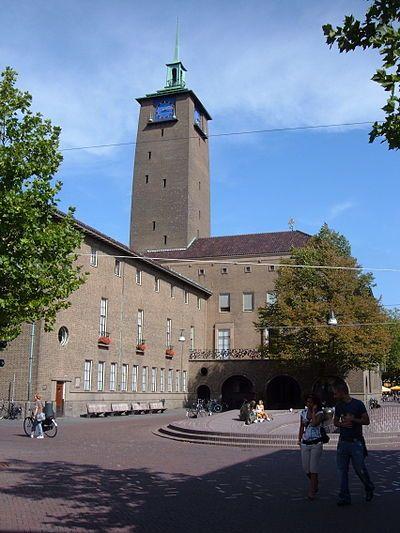 Delftse School: Het is een stroming in het traditionalisme in de Nederlandse architectuur, die is ontstaan rondom een Delftse hoogleraar. De Delftse School streefde naar een architectuur die was gebaseerd op universele normen en waarden.