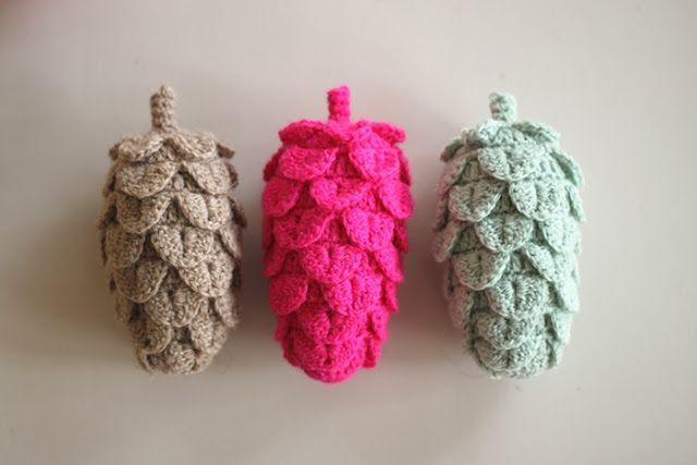 http://yarnfreak-blog.blogspot.nl/2013/12/diy-crochet-pine-cones.html