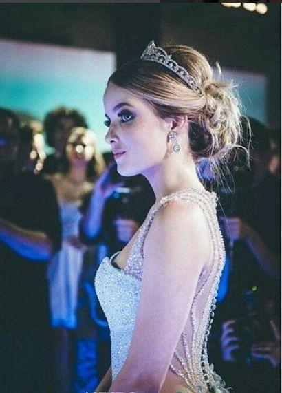 Giovanna Chaves coroa de debutante