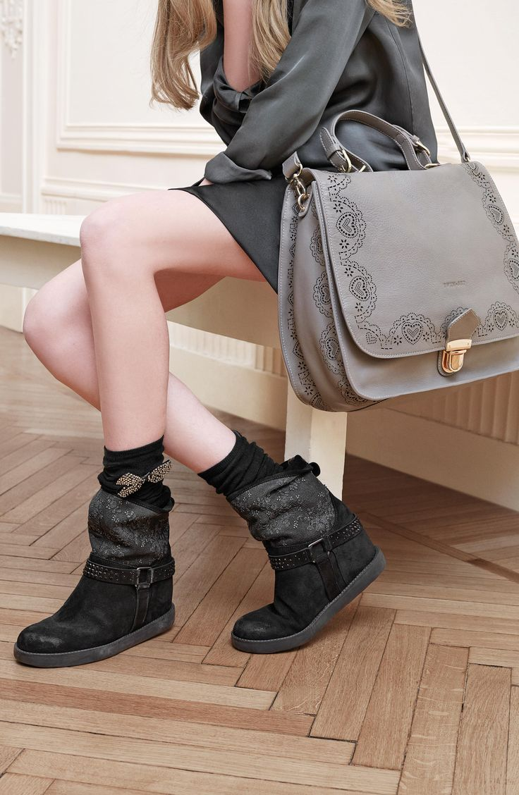TWIN-SET Simona Barbieri: maxi-satchel bag with laser-cut scalloped trim and heart on flap edge and sides and boots with inner fussbett with lace upper matching the split leather