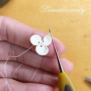 crocheted lace flower tutorial in Japanese / 虹色の蝶々 制作過程 | Lunar.h