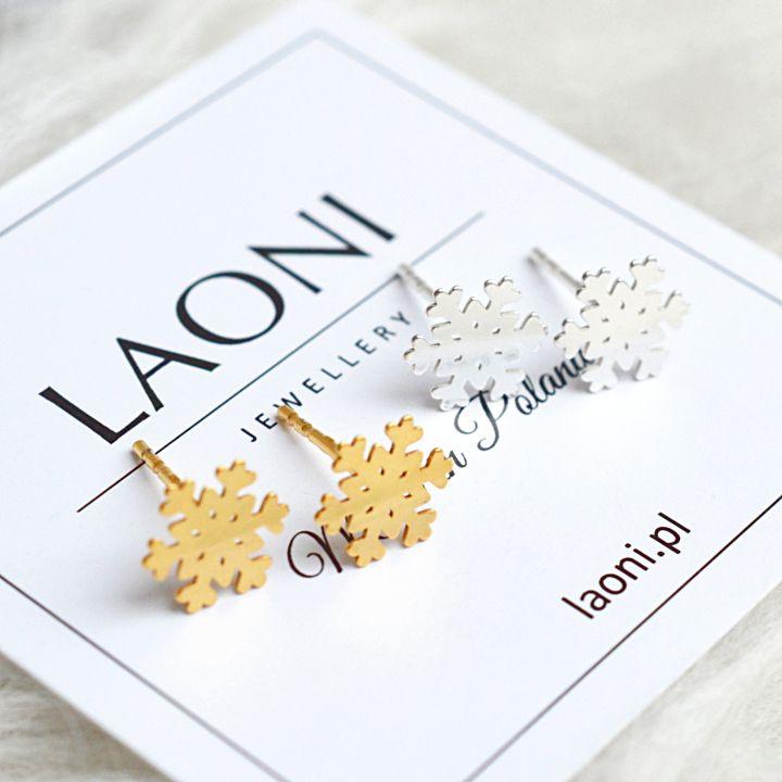 Kolczyki płatki śniegu. Zobacz na: https://laoni.pl/zlote-kolczyki-platki-sniegu #zima #prezent #śnieżynka #kolczyki #biżuteria