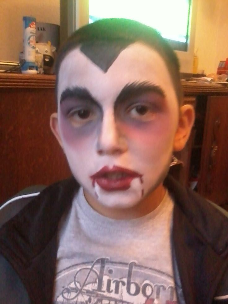 My vampire son... This face paint was the one that got me started and made me loving it !!! <3