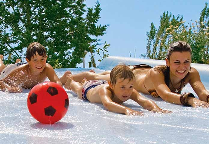 Cheap family holidays UK - check out these 2016 deals on UK holidays parks, with early bird bookings from as little as £5 per night!