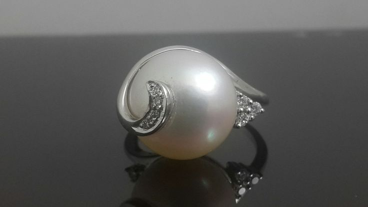Beautiful freshwater pearl and diamond 9 ct white gold ring by IsaBellaJewellery on Etsy
