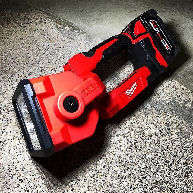 Checking out the Milwaukee M18 LED Searchlight today. It has 4 different modes. Spot/flood - 1,250 lumens 4hr runtime  Flood - 1200 lumens 4hr Spot - 600 lumens 7hr Strobe - 1200 lumens 5hr The head can rotate 198 degrees and this sucker can beam over 700 YARDS!! Maybe we'll go searching for some clowns tonight. @milwaukeetool #NBHD