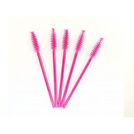 Mascara borsteltjes donker roze (50stuks) Staat  Nieuw  Mascara borsteltjes wit (50stuks) Deze borsteltjes zijn verpakt per 50 stuks. Makkelijk om te gebruiken bij het aanbrengen van de wimperextensions. Je kunt ze mee geven aan je klanten, zodat ze hun wimpers kunnen onderhouden.