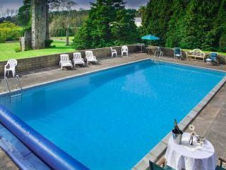 3 acres of grounds, swimming pool in south Devon