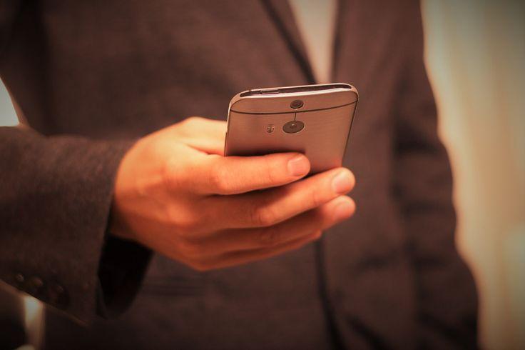 Centros de dependência em tecnologia atendem pacientes com vício em WhatsApp