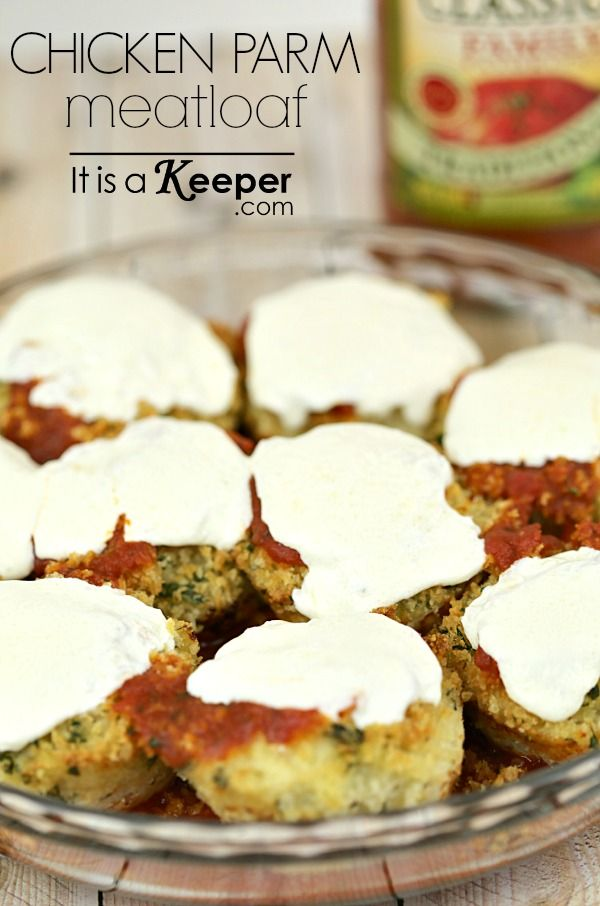 Chicken Parmesan Meatloaf and Sauce #FamilyFavorites #shop http://www.itisakeeper.com/7140/healthy-easy-dinner-recipes-chicken-parmesan-meatloaf/