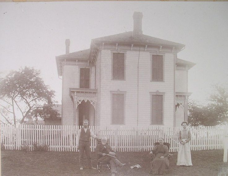 Lg Card Photo c1900 FAMILY PORTRAIT OUTSIDE SHUTTERED ISOLATED FARMHOUSE