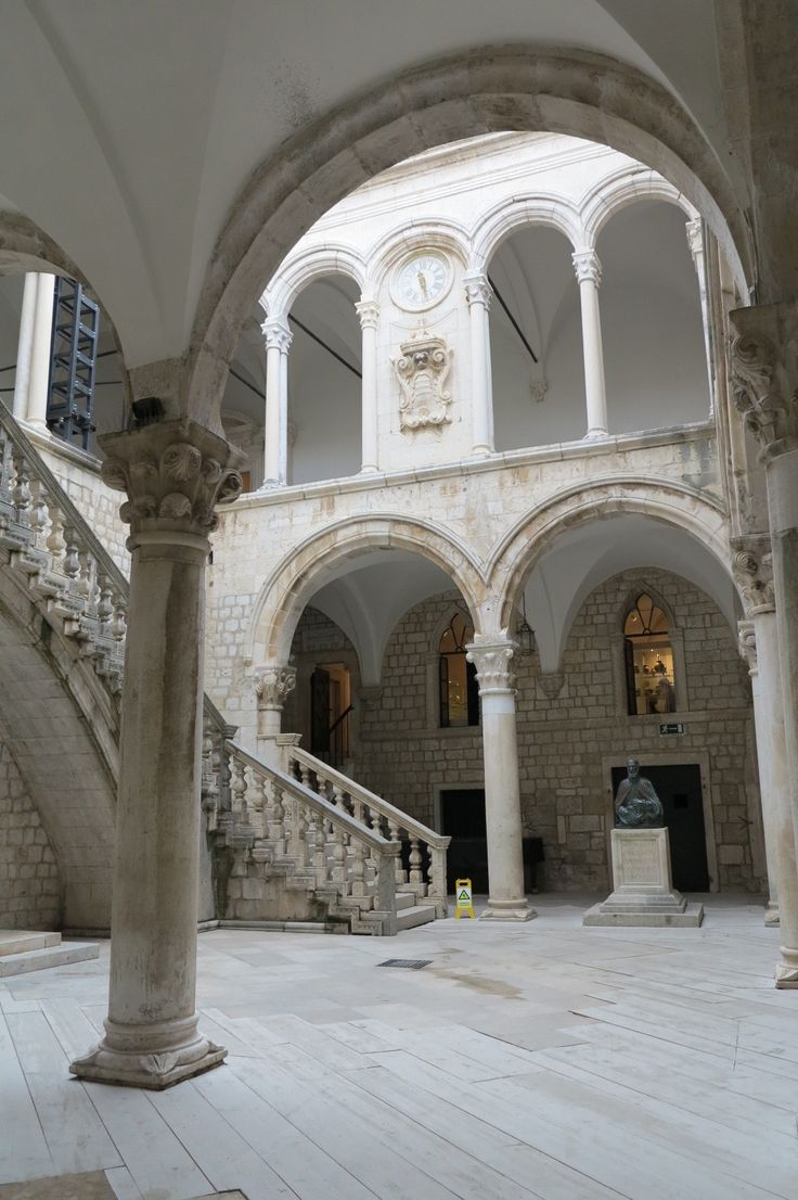 The Rector's Palace atrium, often used as a venue for classical music concerts during the Dubrovnik Summer Festival. A monument stands in the middle, erected in 1638 to Miho Pracat, a rich ship owner from Lopud who left his immense wealth to the Republic for the charitable cause.