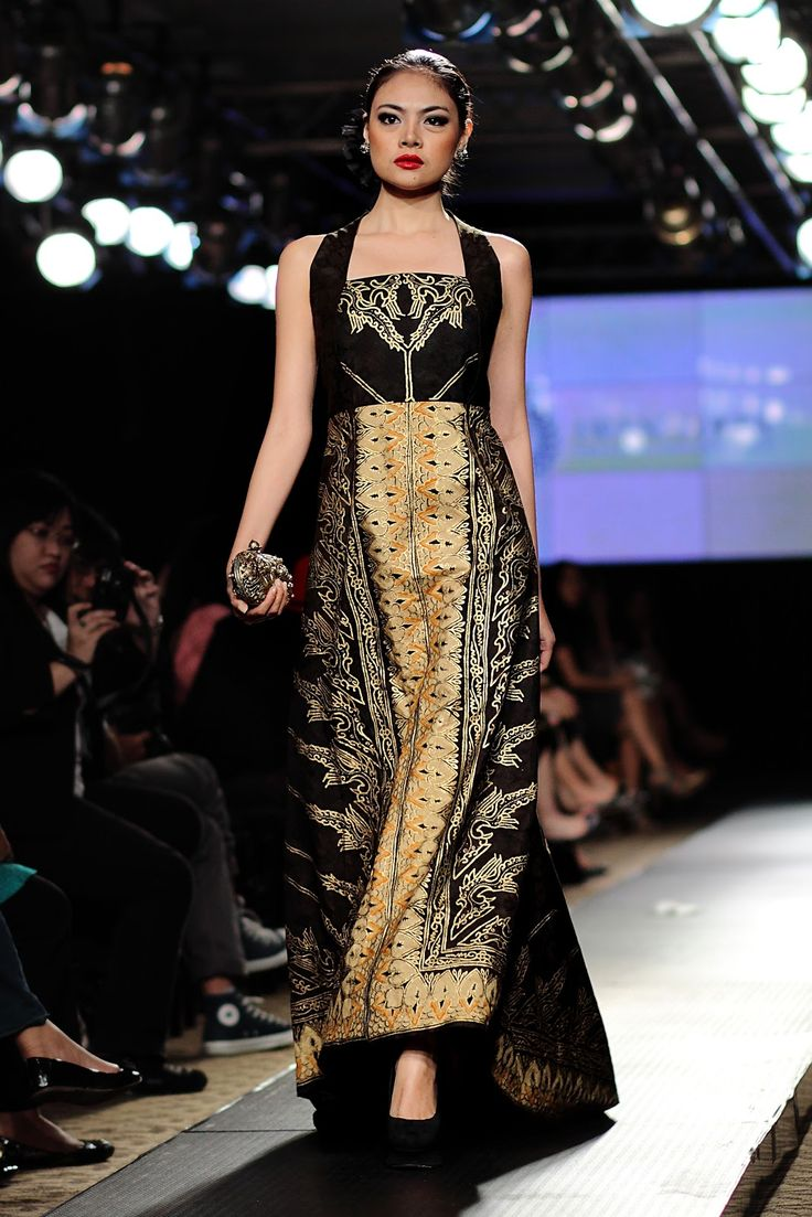 "Black long batik dress || Iwan Tirta ""Royal Wisdom"", Spring/Summer collection, Plaza Indonesia Fashion Week 2013"