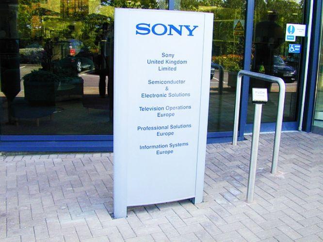 external wayfinding signs, strategies, signage, aluminium posts, panels, finger posts, Cobal modular sign systems
