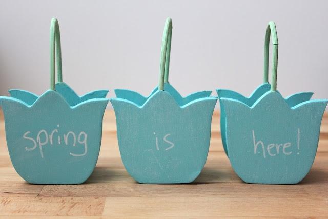 Chalkboard flower baskets. Adorable!  via Smashed Peas and Carrots.