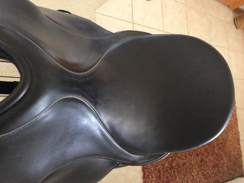 Hennig dressage saddle for sale in IL