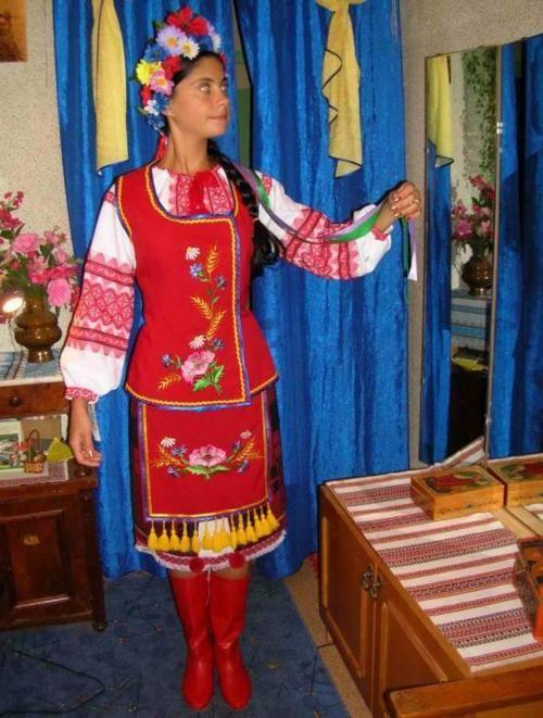 Ukraine:  Poltava region costume