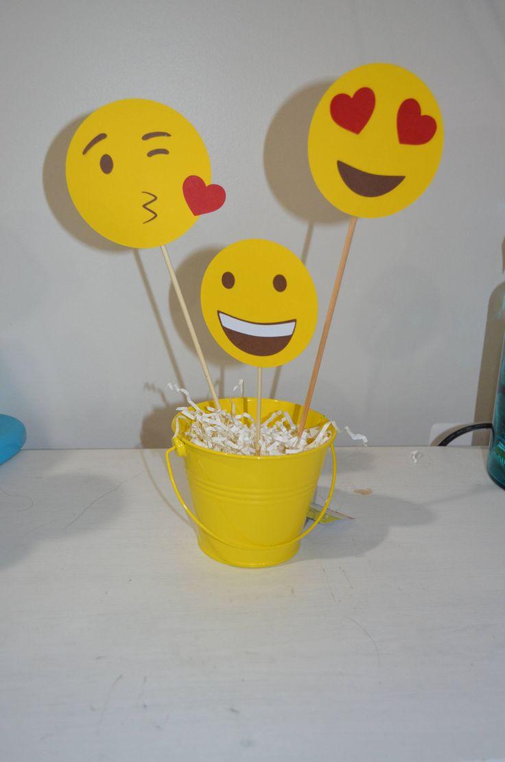 Un favorito personal de mi tienda de Etsy https://www.etsy.com/es/listing/556530833/centro-de-mesa-de-emoji-fiesta-de
