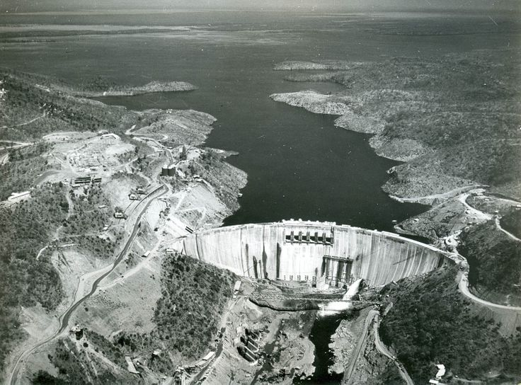 Kariba Dam with lake forming in the background. 22n June 1959 Zimbabwe/Rhodesië Source: 58.45 (Foto), Zuid-Afrikahuis Copyright: for information: Zuid-Afrikahuis