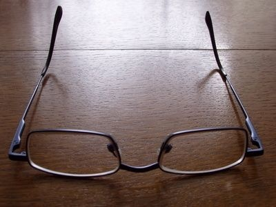 how to get scratches out of eyeglasses