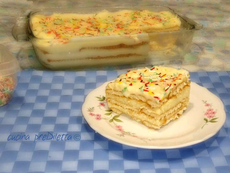 Dolce con crema pasticcera e biscotti, un dolce dal sapore antico che mi fa venire in mente tanti ricordi.